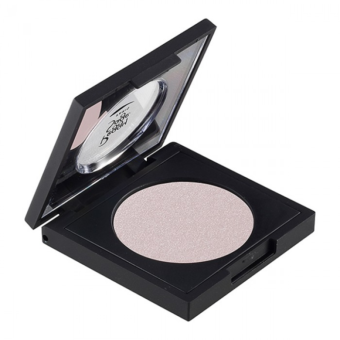 Shimmering eye shadow nude love