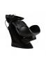 Pesupaikka Tulip (musta tuoli, valkoinen pesuallas)